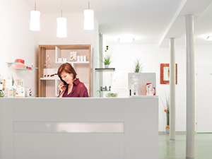 Logo La Bella - Kosmetik u Fußpflegestudio, Monika Rennleithner