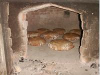 Der beste Duft der Welt -- frisches Brot aus dem Holzbackofen