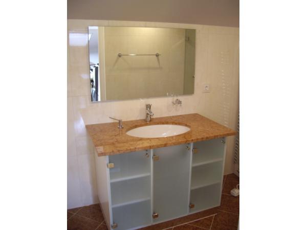Vorschau - Spiegel im Bad mit Schranktüren