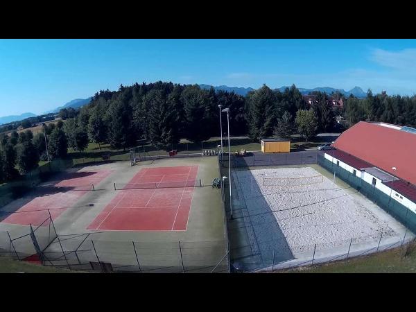 Tennis und Beachvolleyballplatz