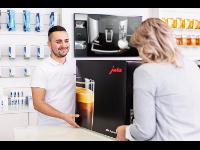 Übergabe eines JURA Kaffeevollautomaten