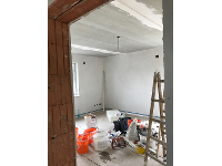 Beton schlitze zu spachteln und vernetzen