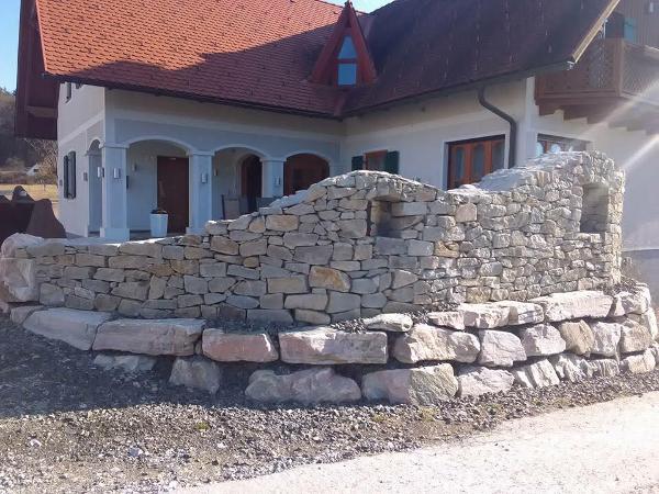 Steinmauer handgelegt