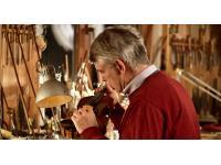 Geigenbaumeister Martin Koch bei der Arbeit
