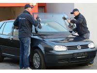 Mobiler Service vor der Garage des Kunden
