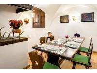 Historischer Grilltisch (Restaurant Goldener Hirsch), Hotel Goldener Hirsch