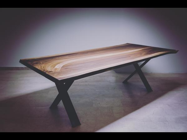 Vorschau - Nußholztisch  aus 110 Jahre altem Stamm - Foto von HANSPEISCHL
