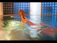 Hautbad im Heilwasser der Quelle Thermal 1 - lindert Hautprobleme
