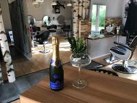 Bei uns gibt es auch Champagne