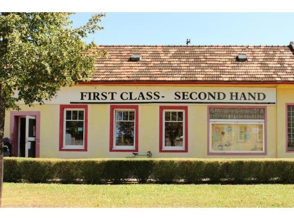 first class second hand 2700 wiener neustadt second hand shops herold. Black Bedroom Furniture Sets. Home Design Ideas