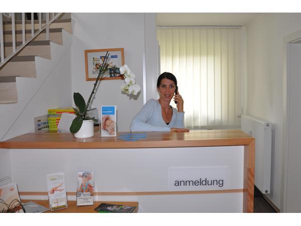 Singlecafe Kabarett von und mit Bina Blumencron und