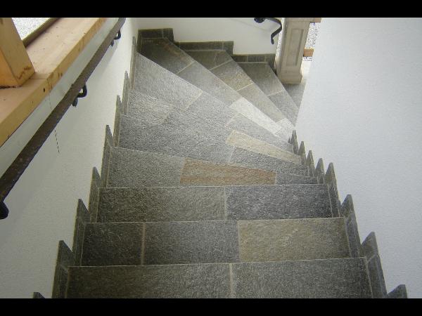 Stufen aus Gneis