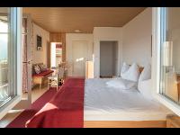Doppelzimmer in Rot im Kleinhofers Himbeernest in Anger in der Steiermark