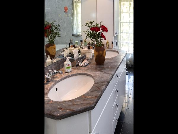 Badezimmer Verbau Weiss glänzend