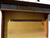 Goldenes Rolltor für Juwelier Barotanyi