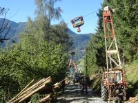 Holzseilung mit Kippmast K 300 im Vordergrund, Hintergrund Kippmast Valentini V550 und Fendt Xylon mit Penz Kran