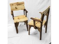 Stuhl aus Nuss und Zirbe