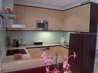 Küche in Ahorn und Nuss-Dekor