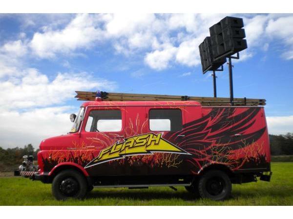 Umgebautes Feuerwehrauto mit Soundsystem zum Mieten