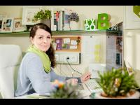 Bettina Weitenthaler auf ihrem Arbeitsplatz