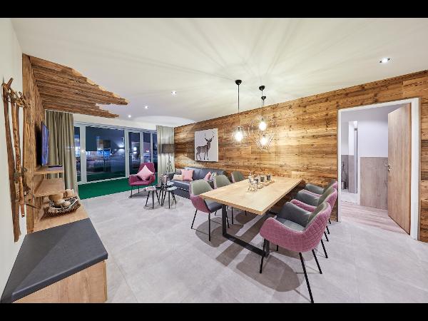 Vorschau - Elements Resort **** Zell am See - Wohn- und Essraum