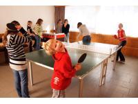 Hobbyraum mit Boulderwand, Tischtennis und Tischfußball