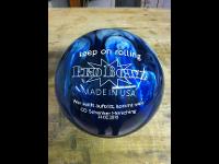 Gravur auf Bowlingkugel
