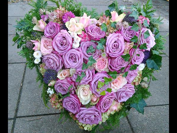Vorschau - Trauerherz mit fliederfarbigen Rosen