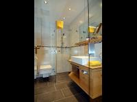 Dusche (Doppelzimmer)