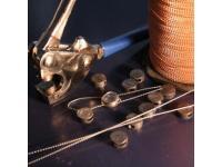 Plombenzangen und Plombiermaterial