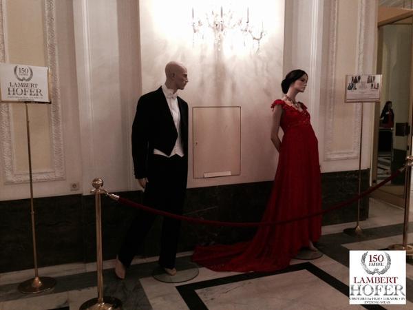 Vorschau - Empire Kleid rot und Frack - Verleih und Maßanfertigungen