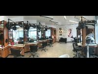 Gemütliche Salonatmosphäre in einem großen Salon