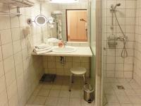 Moderne, barriere freie Badezimmer