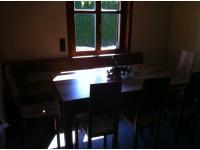 Stühle, Tische, Bänke