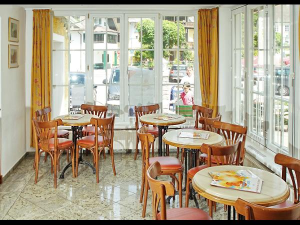 Wiener Kaffeehaus-Tradition im historischen Ortskern von Traunkirchen