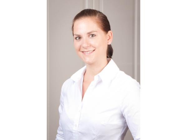 Dr. Claudia Passrucker