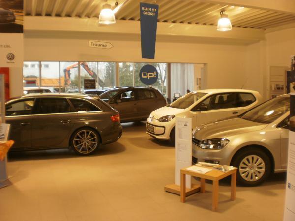 Vorschau - VW-Neuwagenschauraum und Verkaufsbereich