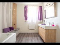 Designbodenbelag mit fugenlosen Wänden