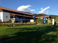 Clubhaus mit Restaurant & Terrasse, Putting Grün