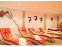 Ruheraum mit Teebar, Wasserbetten & Relaxliegen