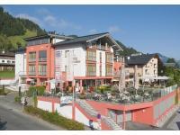 Hotel Schweizerhof Aussenansicht Sommer