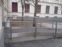 Rampe mit Geländer