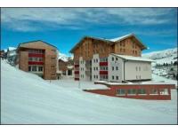 Das Enzian mitten im Skigebiet von Obertauern
