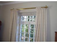 Stoff-Wandbespannung, Vorhänge, Vorhangstangen