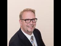 Dr. Hubert Kienast, Unternehmensberater
