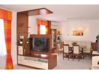 Wohnzimmer Nuss furniert mit creme Hochglanz, TV Element drehbar