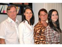 Team von Prim Dr Peter Jiru