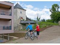 Radfahrer auf Burg Kreuzen