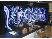Shop Design ( Hinterleuchtete Wand)