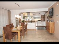 Küche in weiß mit Eichenapplikation